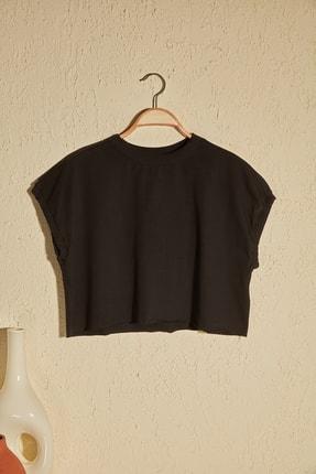 TRENDYOLMİLLA Siyah Crop Örme T-Shirt TWOSS20TS1257 0