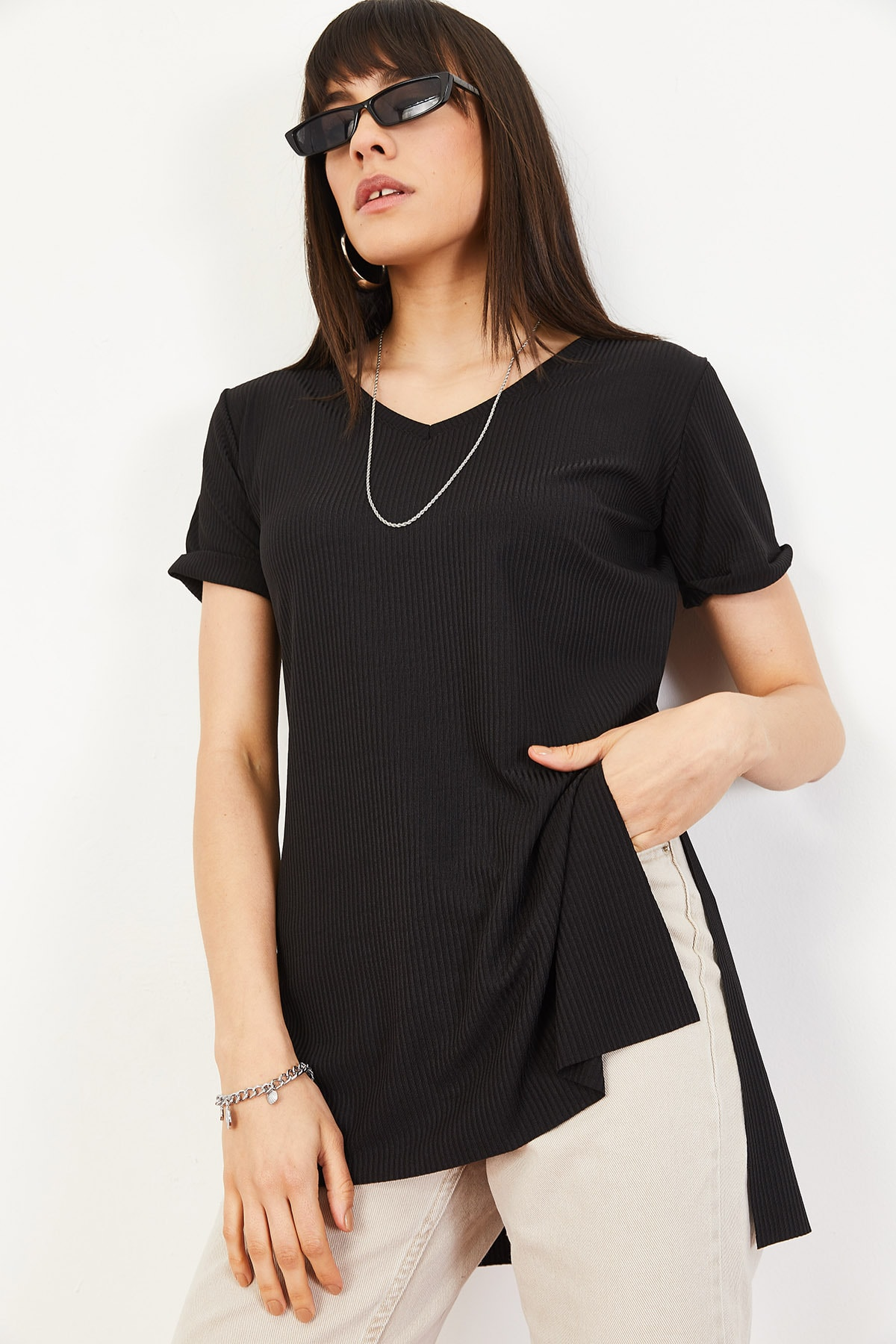 Bianco Lucci Kadın Siyah Kol Yan Yırtmaçlı Kol Detay Kaşkorse T-Shirt 10051012 1