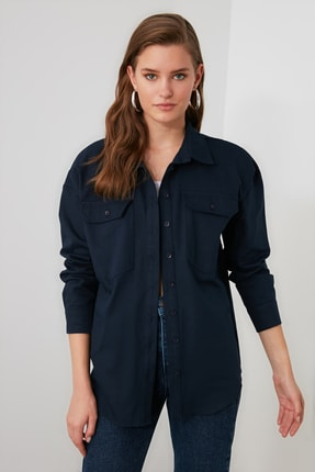 TRENDYOLMİLLA Lacivert Cep Detaylı Gömlek TWOAW20GO0394 1