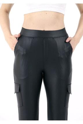 TREND34 Kadın Siyah Deri Görünümlü Cepli Pantolon 4