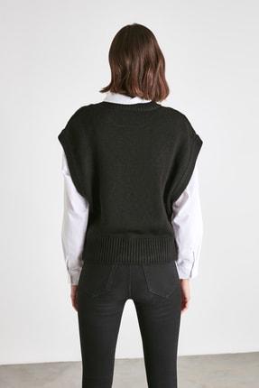 TRENDYOLMİLLA Siyah Örgü Detaylı Triko Bluz TWOAW21BZ0447 4