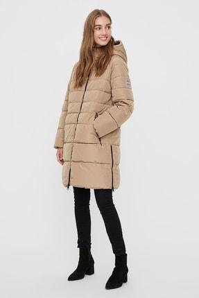 Vero Moda Kadın Bej Kapüşonlu Regular Fit Uzun Şişme Mont  10230830 2
