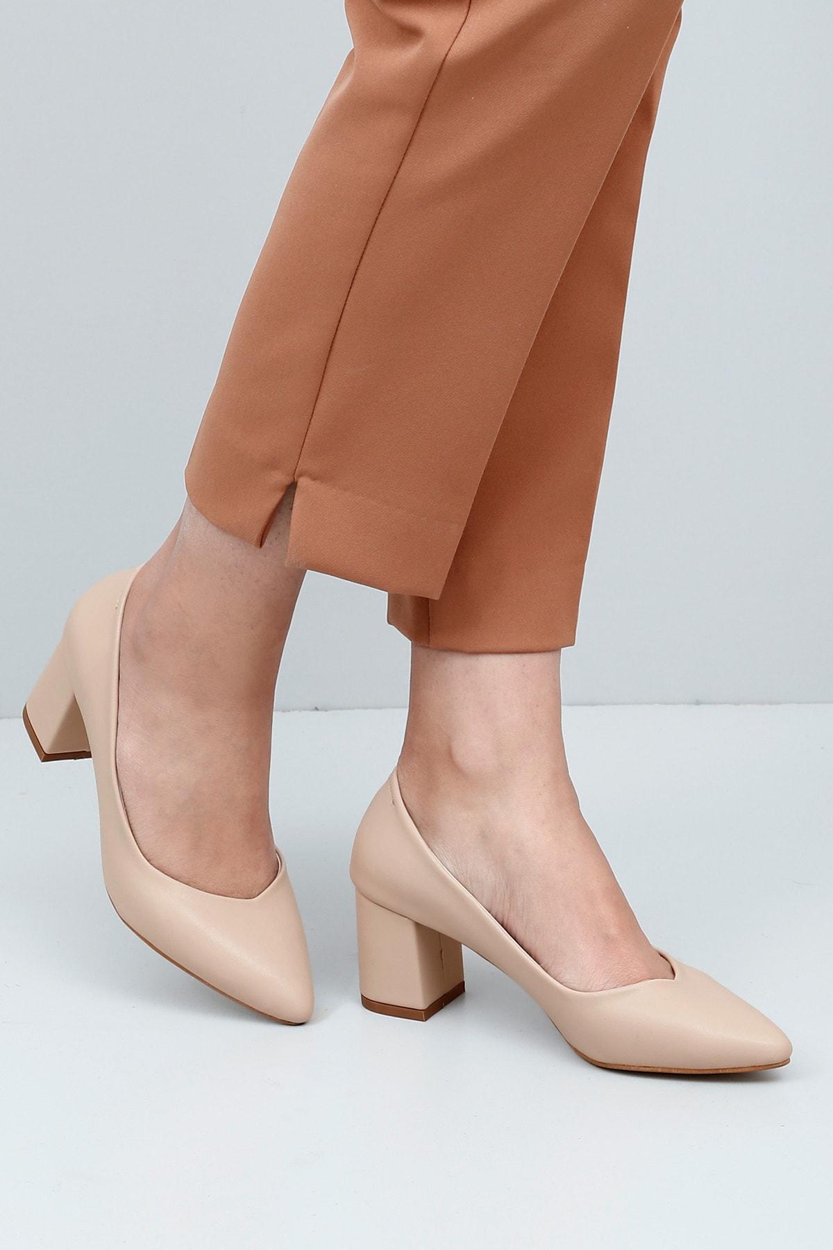 Sivri Burun Orta Kalın Topuklu Kadın Ayakkabı 38918