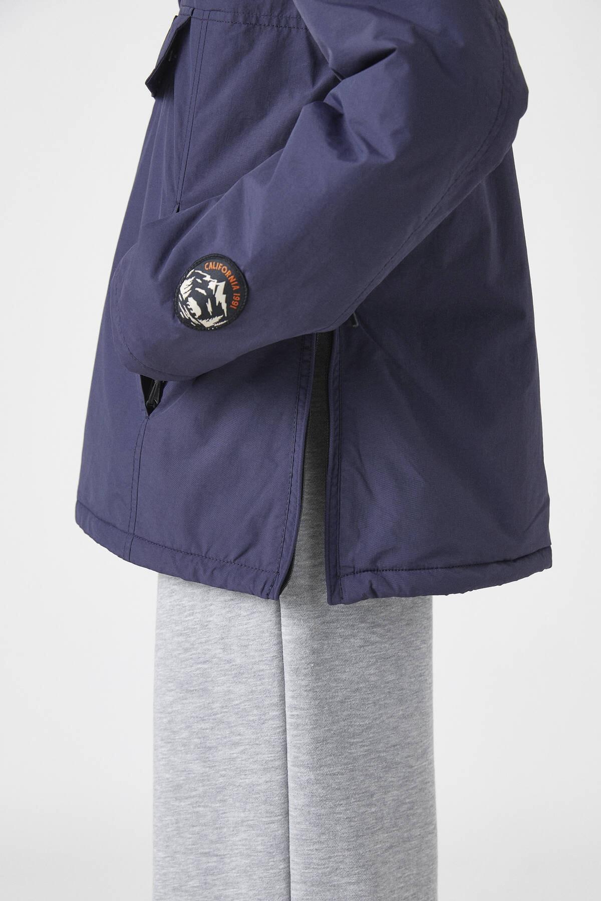 """Pull & Bear Kadın Lacivert """"Pacific Republic"""" Logo Baskılı Kanguru Mont 09710424 4"""