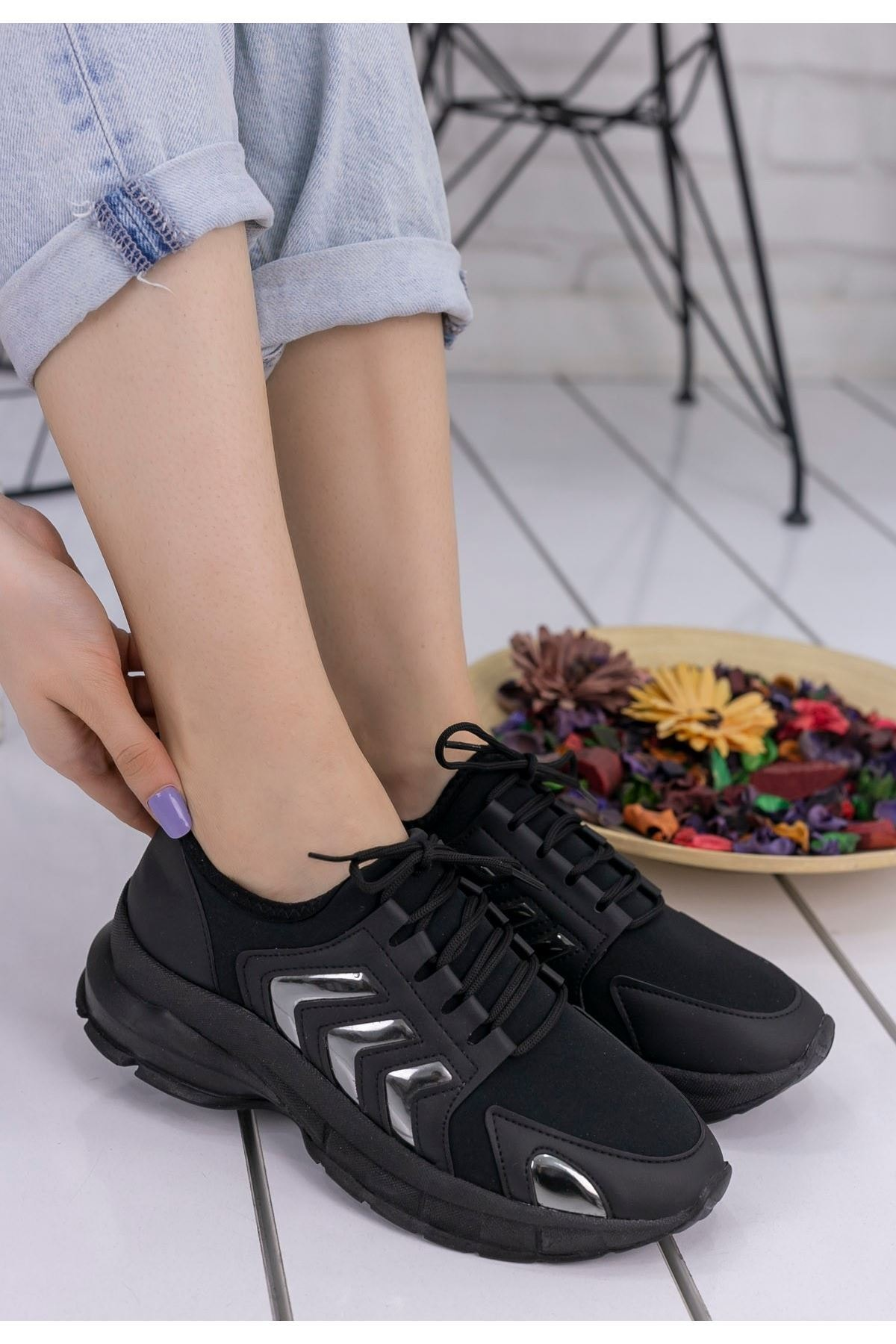 mozsoo Alya Kadın Siyah Cilt Platin Şeritli Spor Ayakkabı
