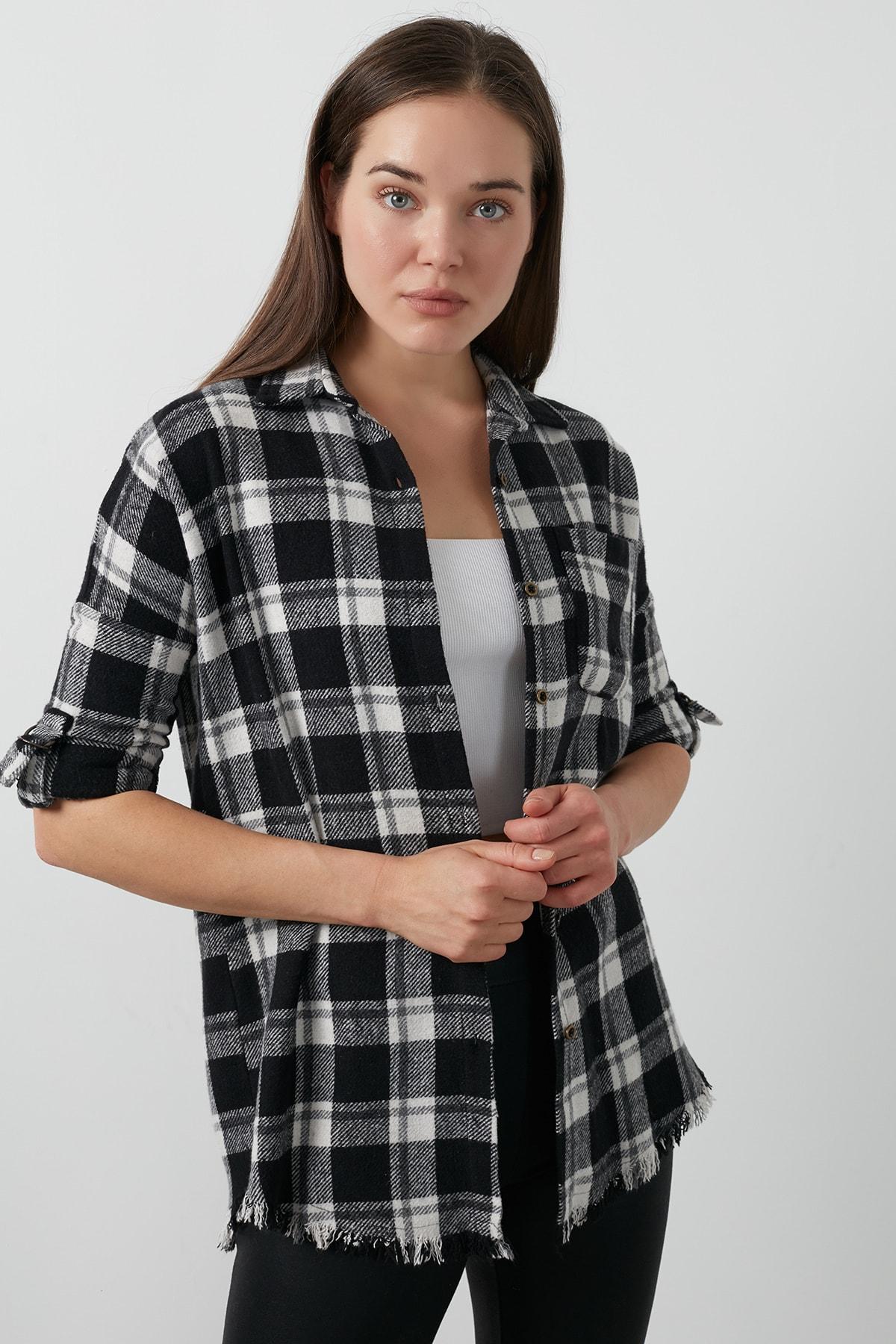 Lela Kadın Siyah Ekose Desenli Cepli Oduncu Gömlek 59120467 1