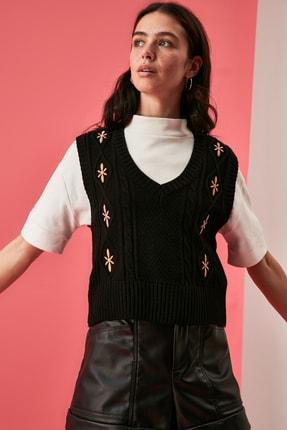 TRENDYOLMİLLA Siyah Nakışlı Triko Süveter Bluz TWOAW21BZ1561 1