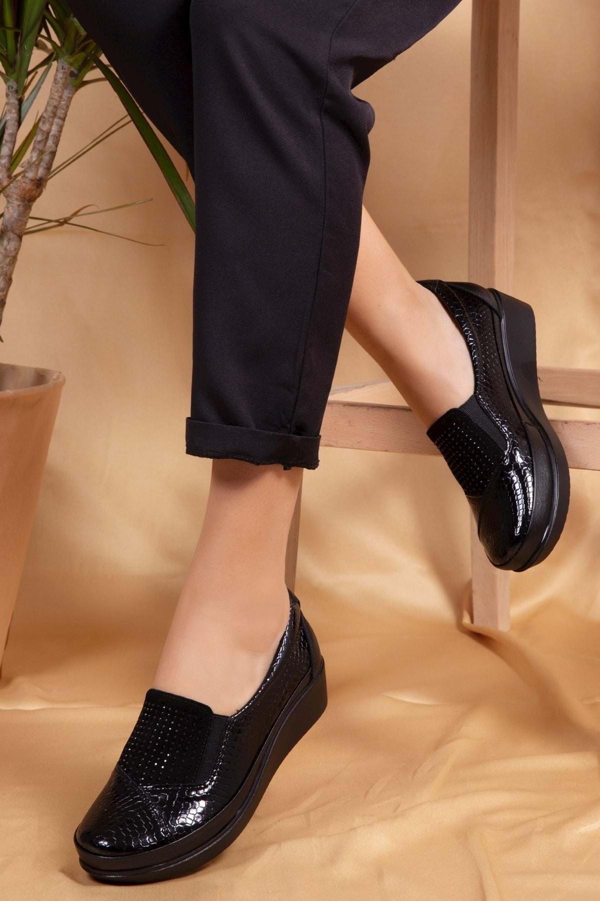 Gondol Kadın Siyah Croco Detaylı Deri Ayakkabı