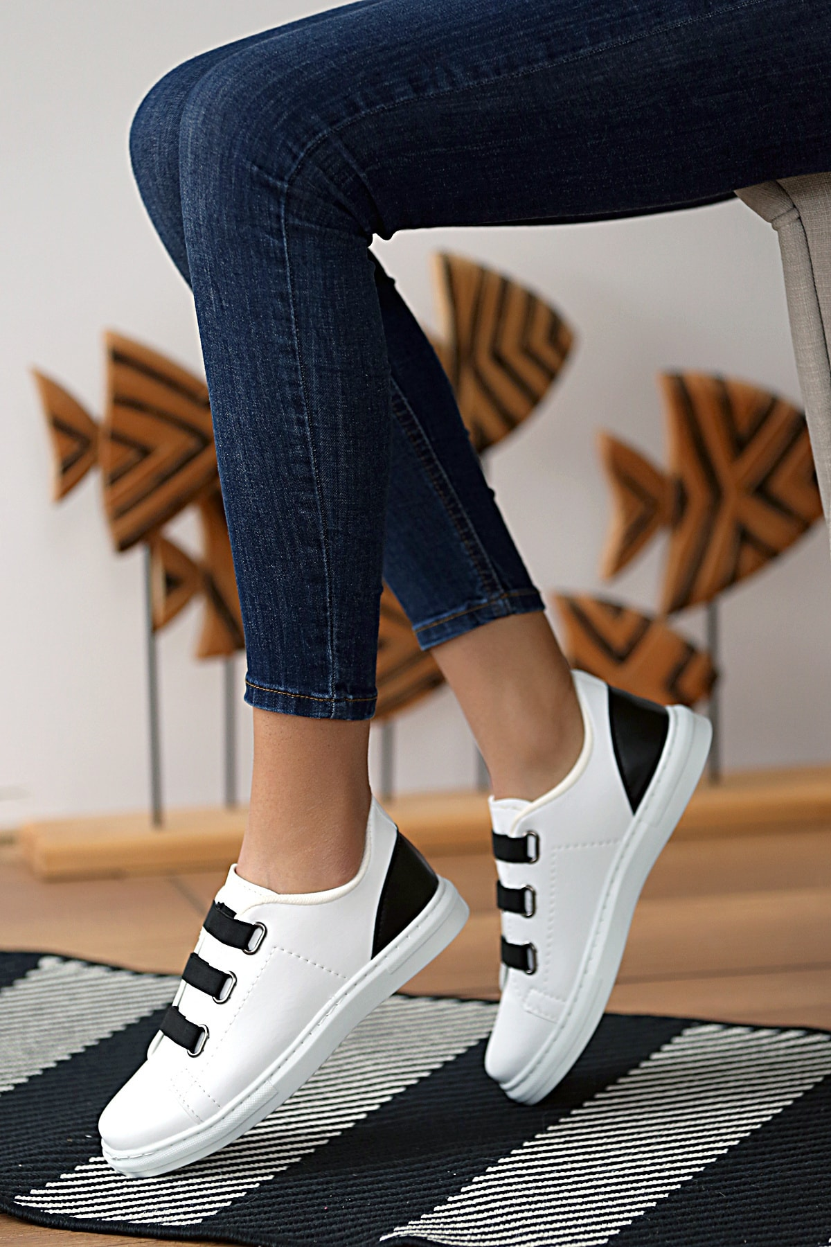 Kadın Beyaz Siyah Ayakkabı