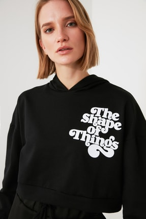 TRENDYOLMİLLA Siyah Baskılı ve Kapüşonlu Örme Sweatshirt TWOAW21SW1914 0