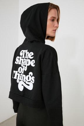 TRENDYOLMİLLA Siyah Baskılı ve Kapüşonlu Örme Sweatshirt TWOAW21SW1914 2