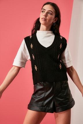 TRENDYOLMİLLA Siyah Nakışlı Triko Süveter Bluz TWOAW21BZ1561 0