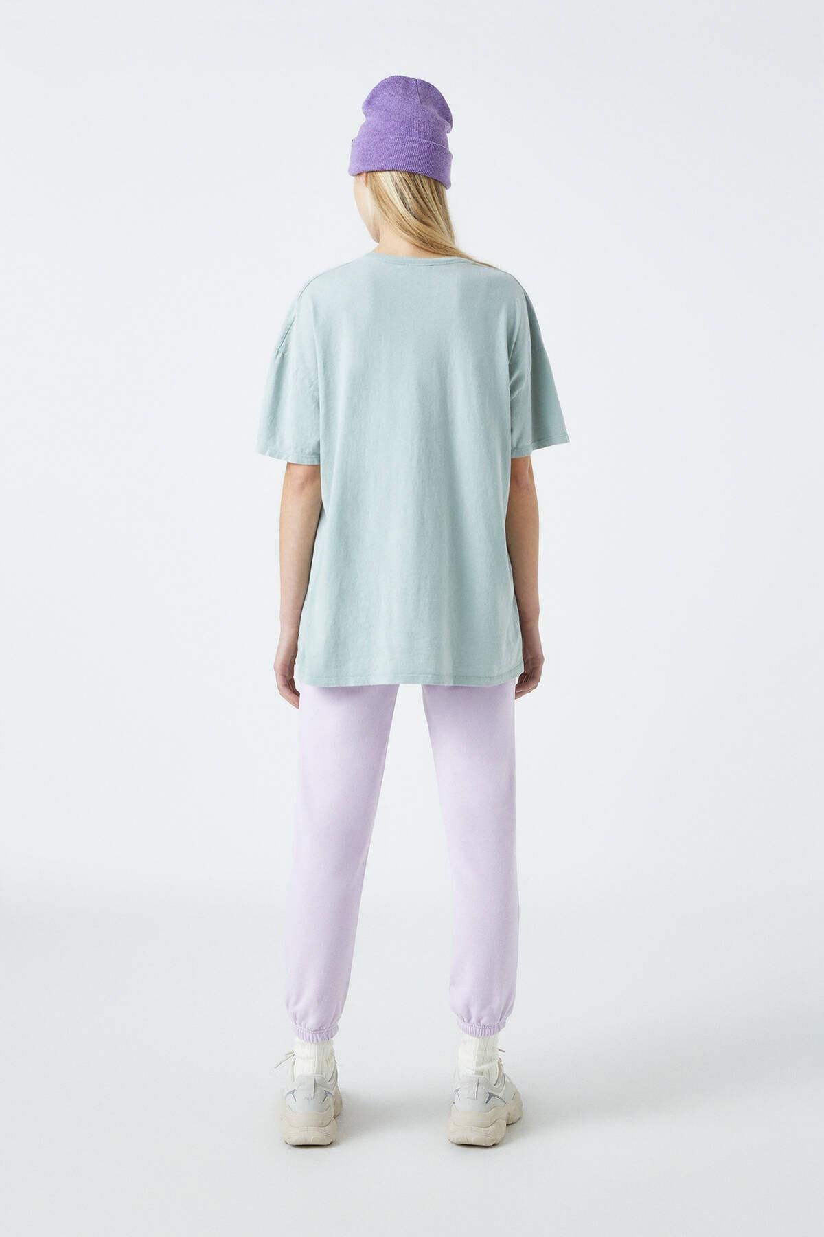 Pull & Bear Kadın Orta Haki Pembe Tapınak Görselli T-Shirt 04240328 2
