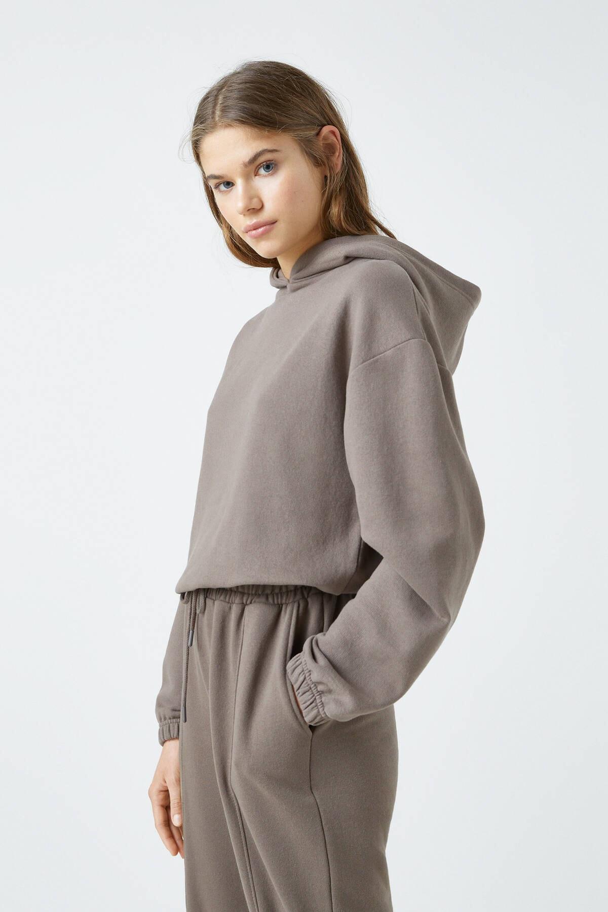 Pull & Bear Kadın Boz Gri Elastik Kenarlı Kapüşonlu Sweatshirt 04591309 1