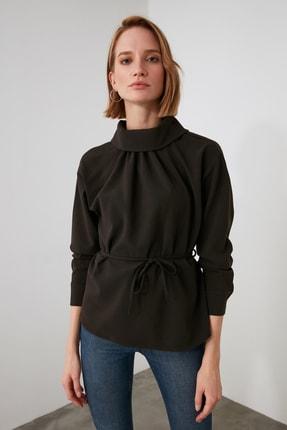 TRENDYOLMİLLA Kahverengi Kuşaklı Yaka Detaylı Bluz TWOAW21BZ1287 2