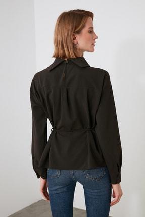 TRENDYOLMİLLA Kahverengi Kuşaklı Yaka Detaylı Bluz TWOAW21BZ1287 3