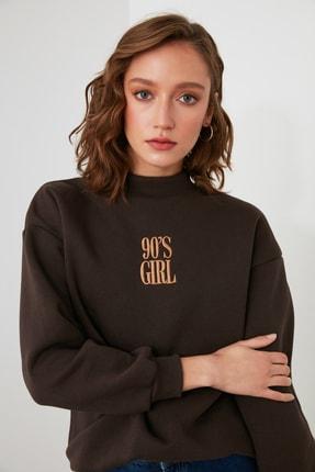 TRENDYOLMİLLA Kahverengi Nakışlı Dik Yaka Basic Örme Sweatshirt TWOAW21SW0019 2