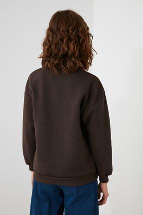 TRENDYOLMİLLA Kahverengi Nakışlı Dik Yaka Basic Örme Sweatshirt TWOAW21SW0019 4