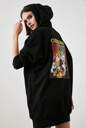 TRENDYOLMİLLA Siyah Mickey Mouse Lisanslı Baskılı Kapüşonlu Sweatdress Örme Elbise TWOAW21EL1846 3