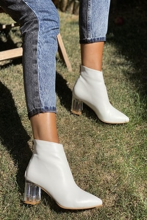 İnan Ayakkabı Kadın Beyaz Cilt Sivri Burun Ortadan Dikiş Ve Şeffaf Topuk Detaylı Bot 20120MHM 1