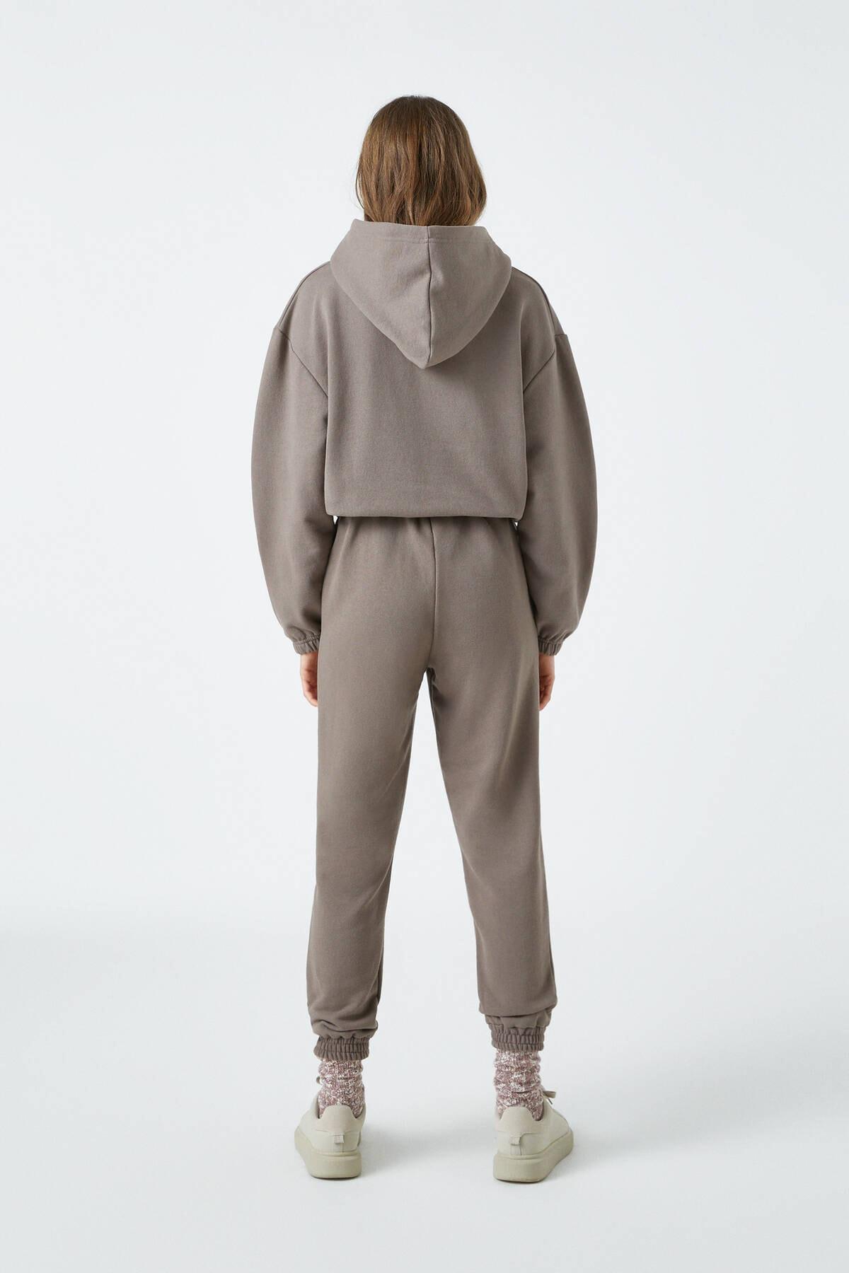 Pull & Bear Kadın Boz Gri Elastik Kenarlı Kapüşonlu Sweatshirt 04591309 3
