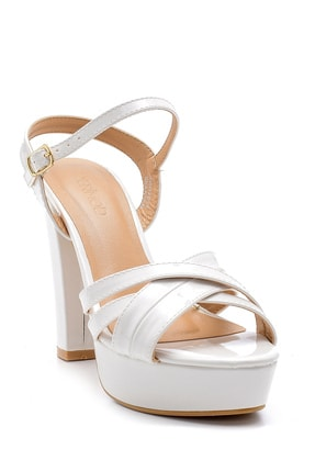 Derimod Kadın Beyaz Rugan Topuklu Ayakkabı 2
