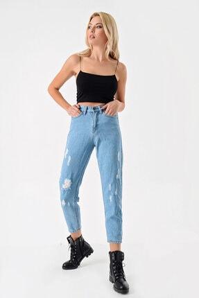 Modakapimda Kadın Mavi Yırtık Detaylı Mom Jean Pantolon 3