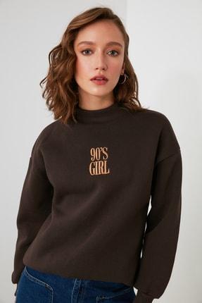 TRENDYOLMİLLA Kahverengi Nakışlı Dik Yaka Basic Örme Sweatshirt TWOAW21SW0019 1