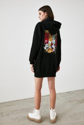 TRENDYOLMİLLA Siyah Mickey Mouse Lisanslı Baskılı Kapüşonlu Sweatdress Örme Elbise TWOAW21EL1846 4