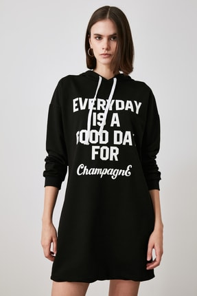 TRENDYOLMİLLA Siyah Baskılı Sweat Örme Elbise TWOAW21EL1283 1