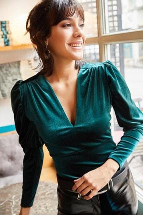 Olalook Kadın Zümrüt Yeşili Kol Detaylı V Yaka Kadife Bluz BLZ-19001221 1
