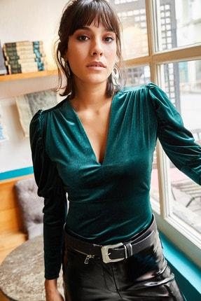 Olalook Kadın Zümrüt Yeşili Kol Detaylı V Yaka Kadife Bluz BLZ-19001221 3