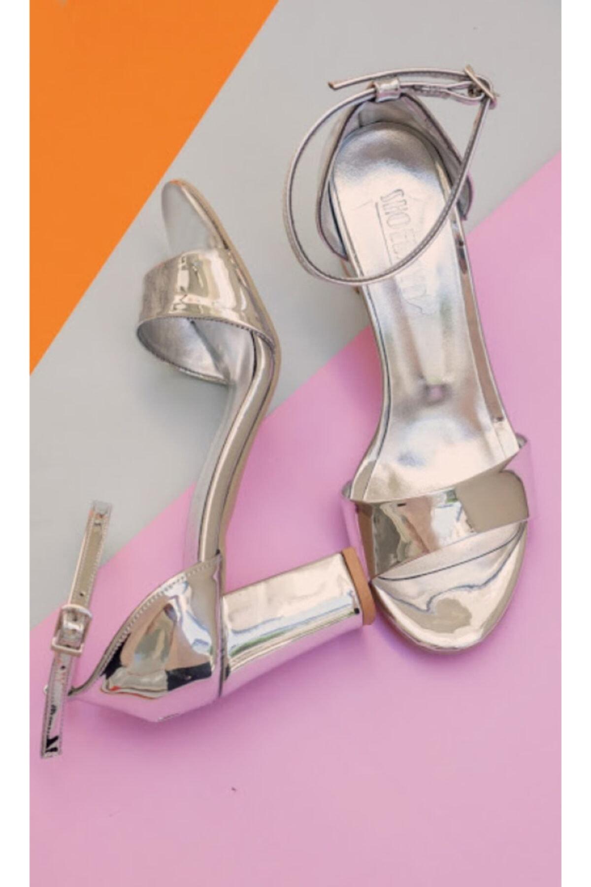Kadın Gümüş Renk  Tek Bant Topuklu Ayakkabı