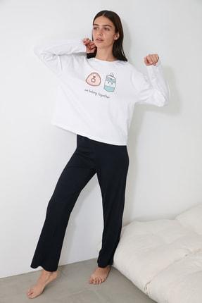 TRENDYOLMİLLA Lacivert Baskılı Örme Pijama Takımı THMAW21PT0721 0