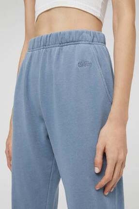Pull & Bear Kadın  Mavi Soluk Efektli Jogging Fit Pantolon 4
