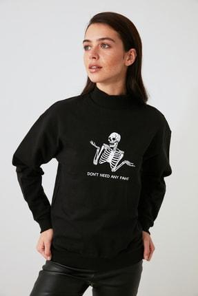 TRENDYOLMİLLA Siyah Baskılı Örme Sweatshirt TWOAW21SW1338 2