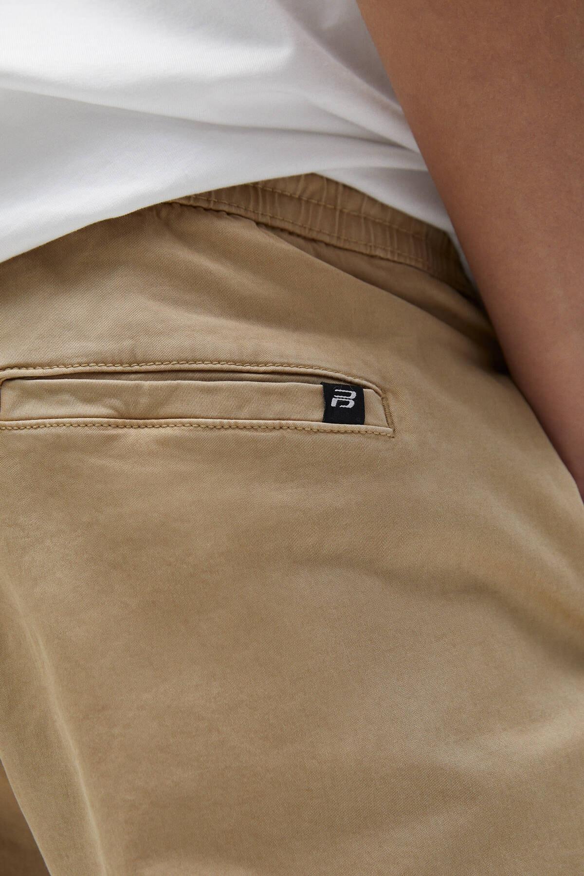 Pull & Bear Erkek Bej Büzgü İpli Basic Jogging Fit Pantolon - En Az %50 Organik Pamuklu 04676525 1
