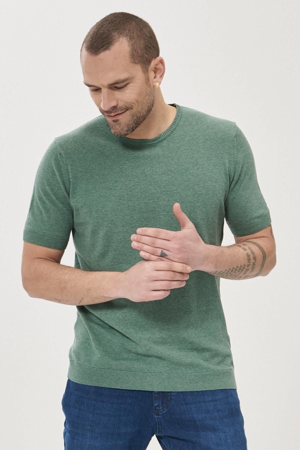 Erkek Yeşil 360 Derece Her Yöne Esneyen Slim Fit %100 Koton Triko Tişört
