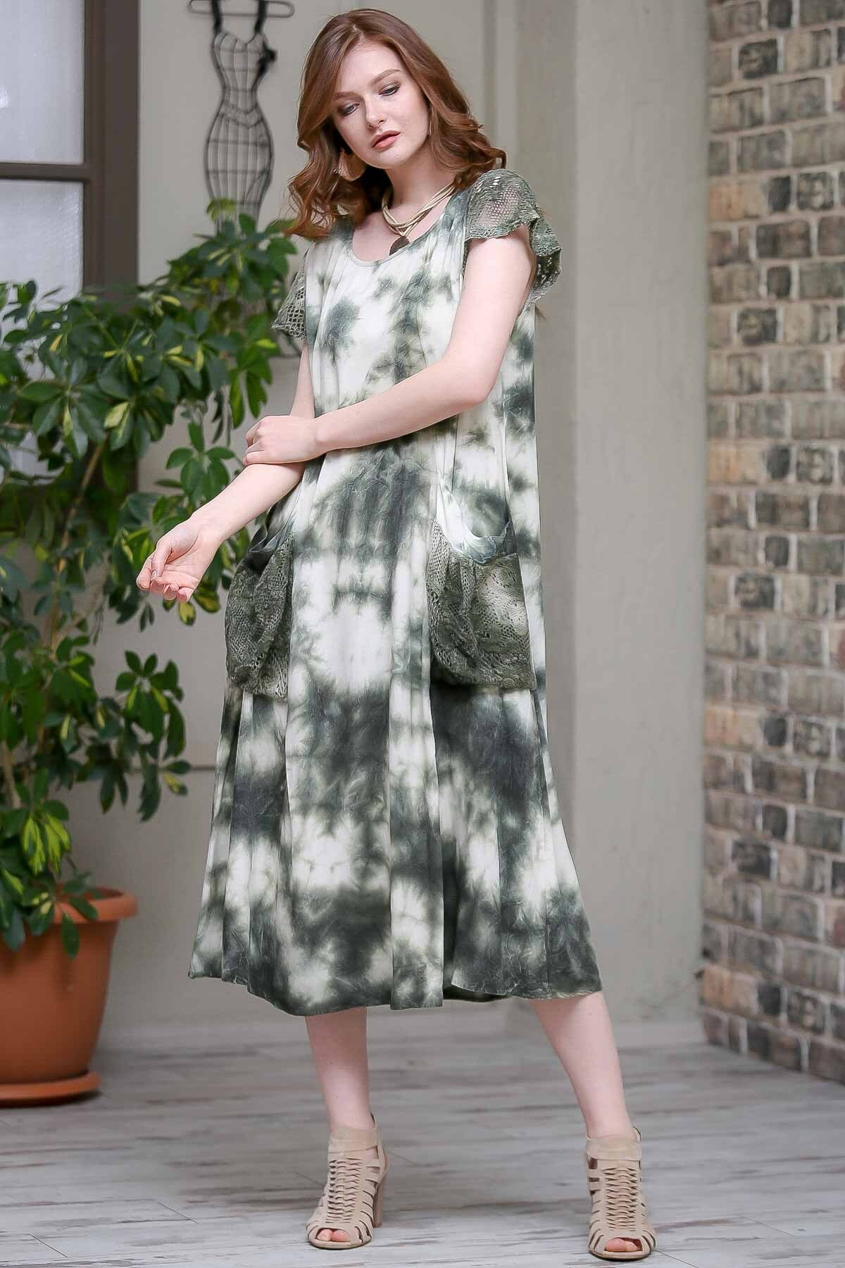 Chiccy Kadın Yeşil Desenli Dantel Kol Ve Cep Detaylı Salaş Yıkamalı Astarlı Dokuma Elbise  M10160000EL97244 1