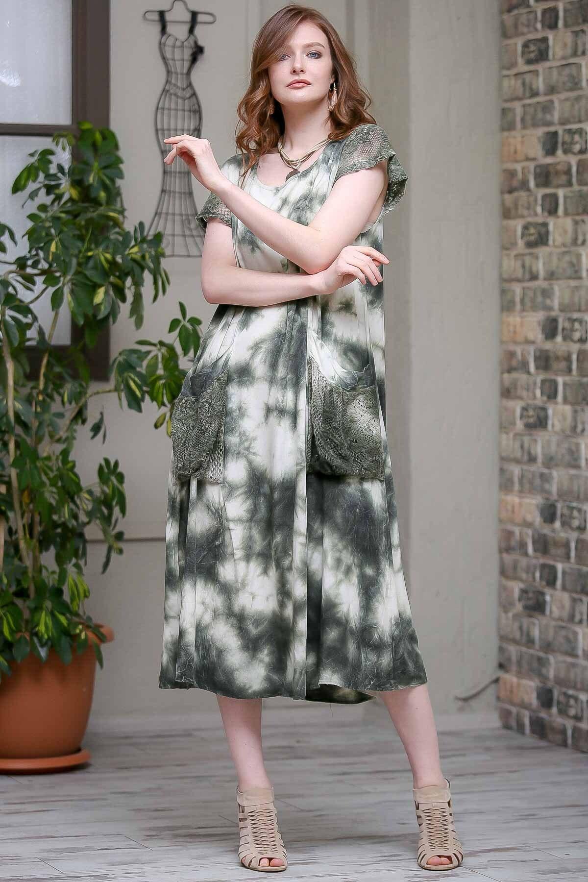 Chiccy Kadın Yeşil Desenli Dantel Kol Ve Cep Detaylı Salaş Yıkamalı Astarlı Dokuma Elbise  M10160000EL97244 2