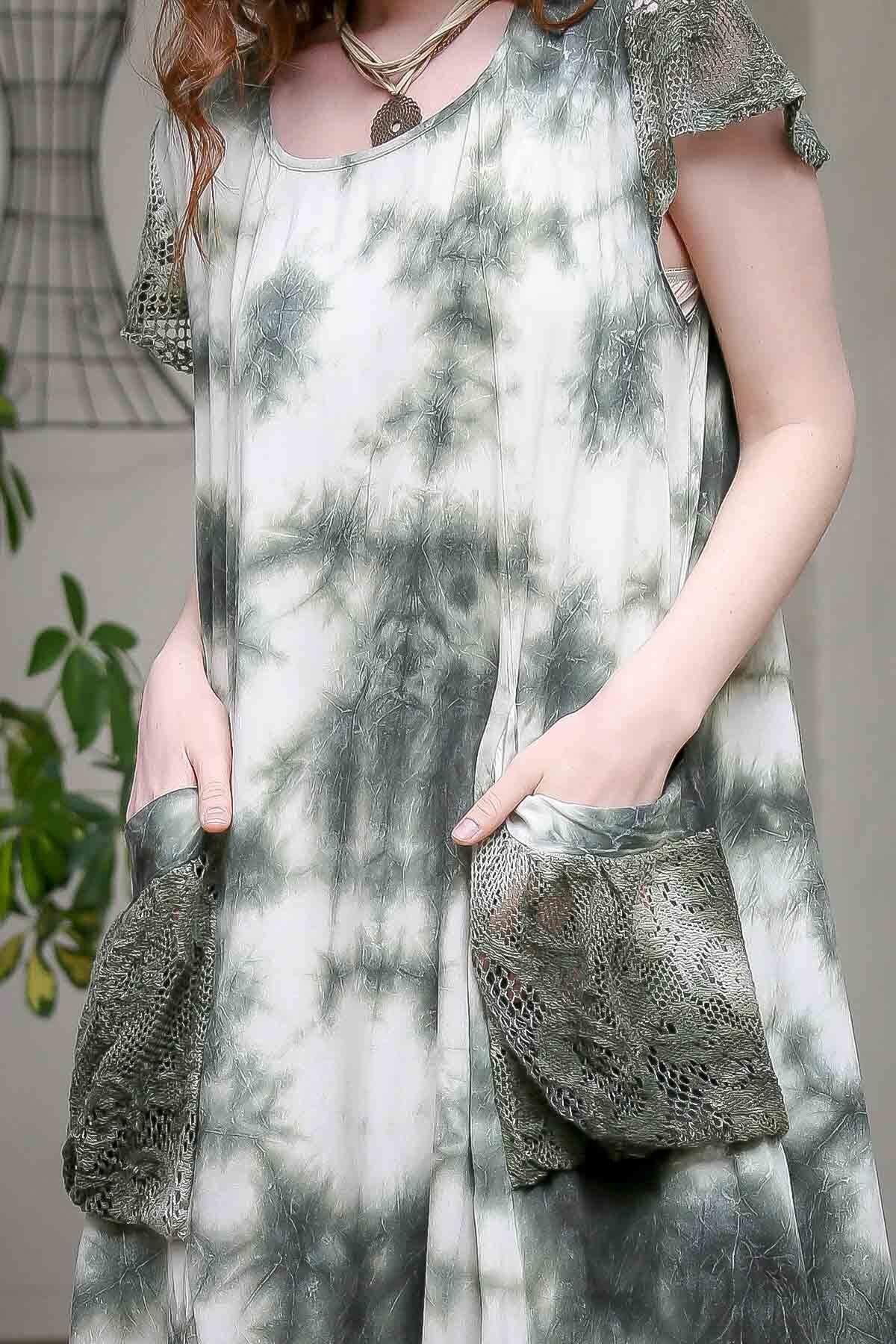 Chiccy Kadın Yeşil Desenli Dantel Kol Ve Cep Detaylı Salaş Yıkamalı Astarlı Dokuma Elbise  M10160000EL97244 3
