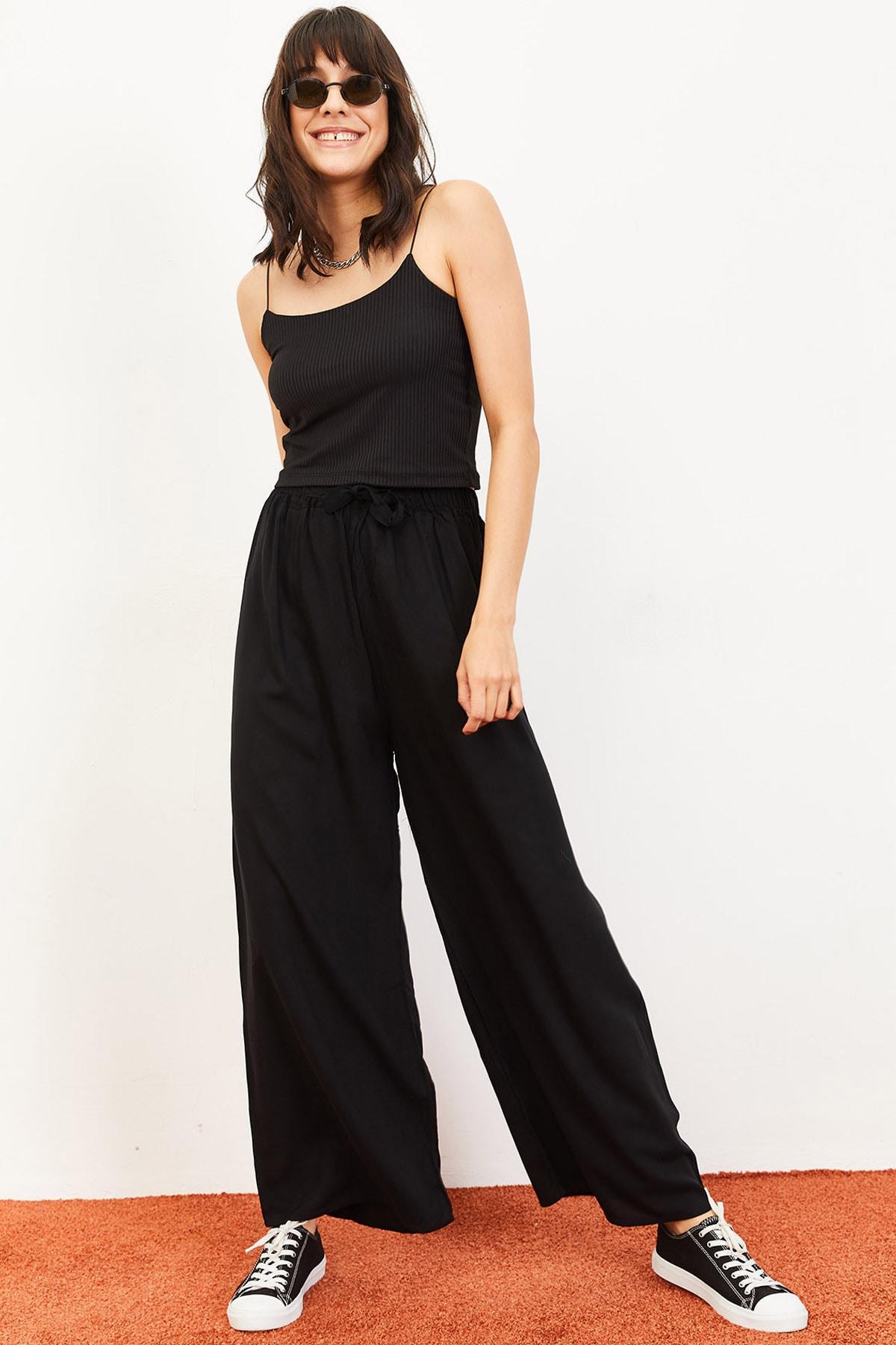Bianco Lucci Kadın Beli Kuşaklı Bol Paça Viskon Pantolon Siyah 10061050 1