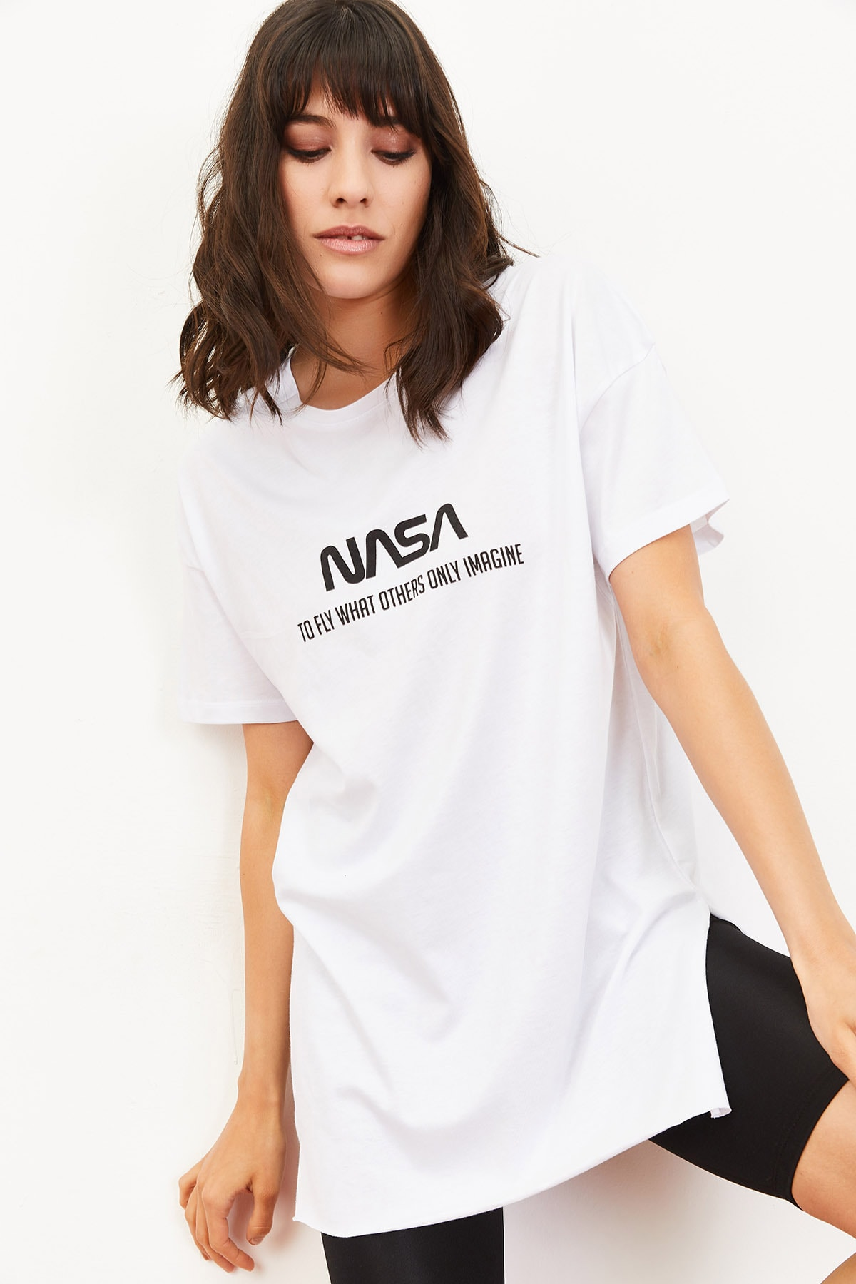 Bianco Lucci Kadın Nasa Baskılı Yan Yırtmaçlı Salaş T-Shirt Beyaz 10061024 4