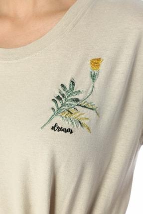 Beymen Club Bej Çiçek Nakışlı Basic T-shirt 3