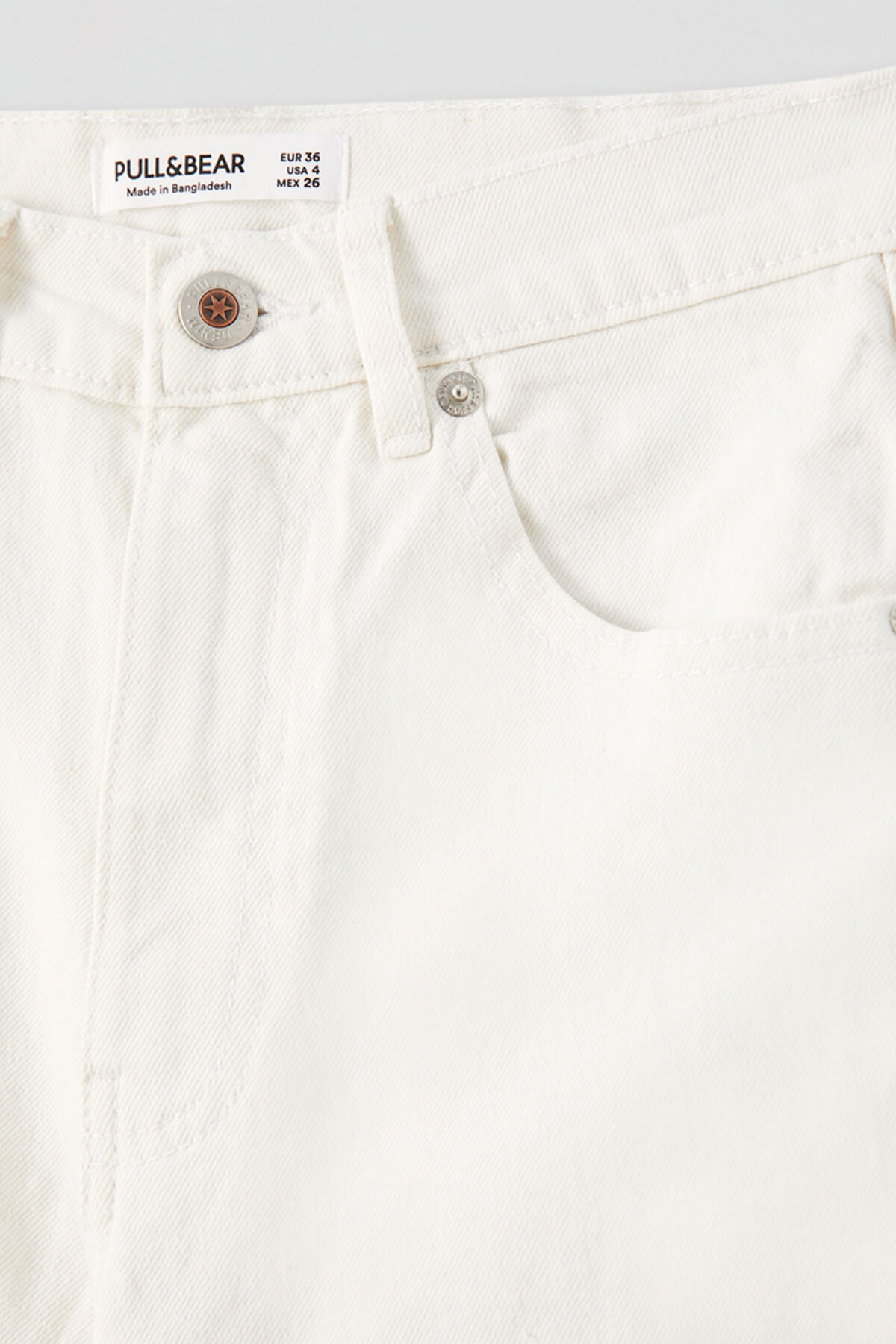 Pull & Bear Kadın Beyaz Comfort Slim Fit Mom Jean 05682305 1