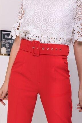 Stock Kemerli Havuç Pantolon Kırmızı Kemerli Havuç Pantolon 1