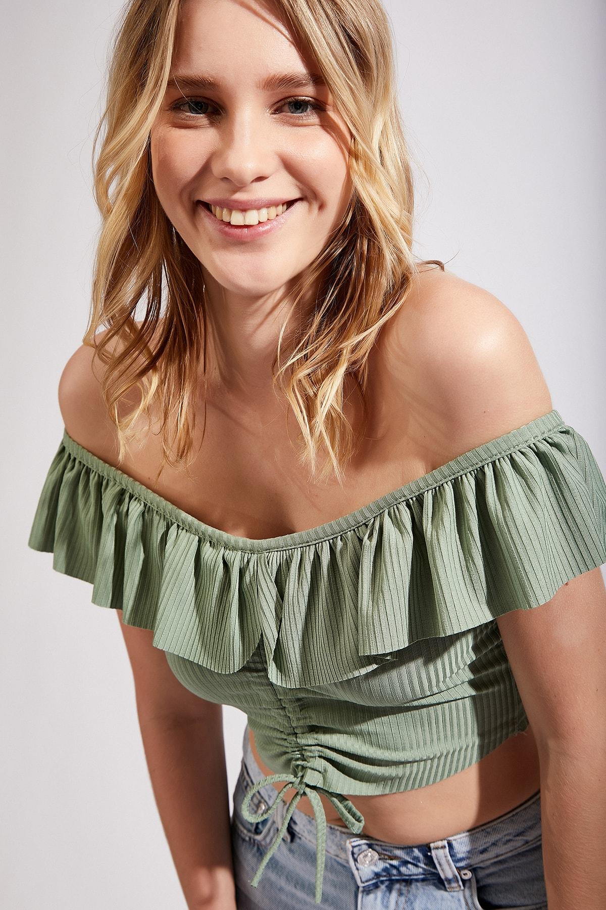Kadın Çağla Yeşili Carmen Yaka Crop Örme Bluz Li00008