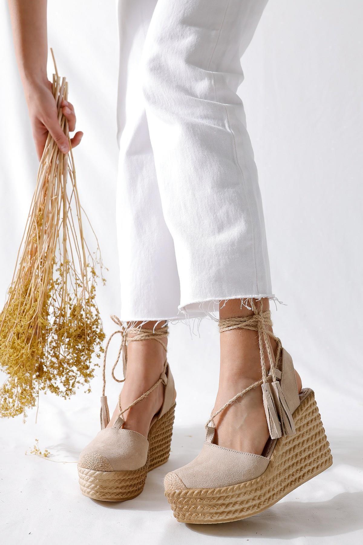 Bella Ten Süet Dolgu Tabanlı Hasır Bilekten Bağlamalı Sandalet