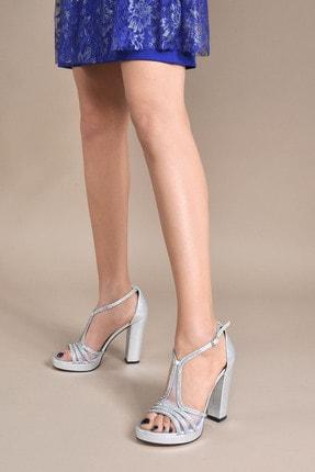 تصویر از Kadın  Gümüş Klasik Topuklu Ayakkabı VZN20-040Y