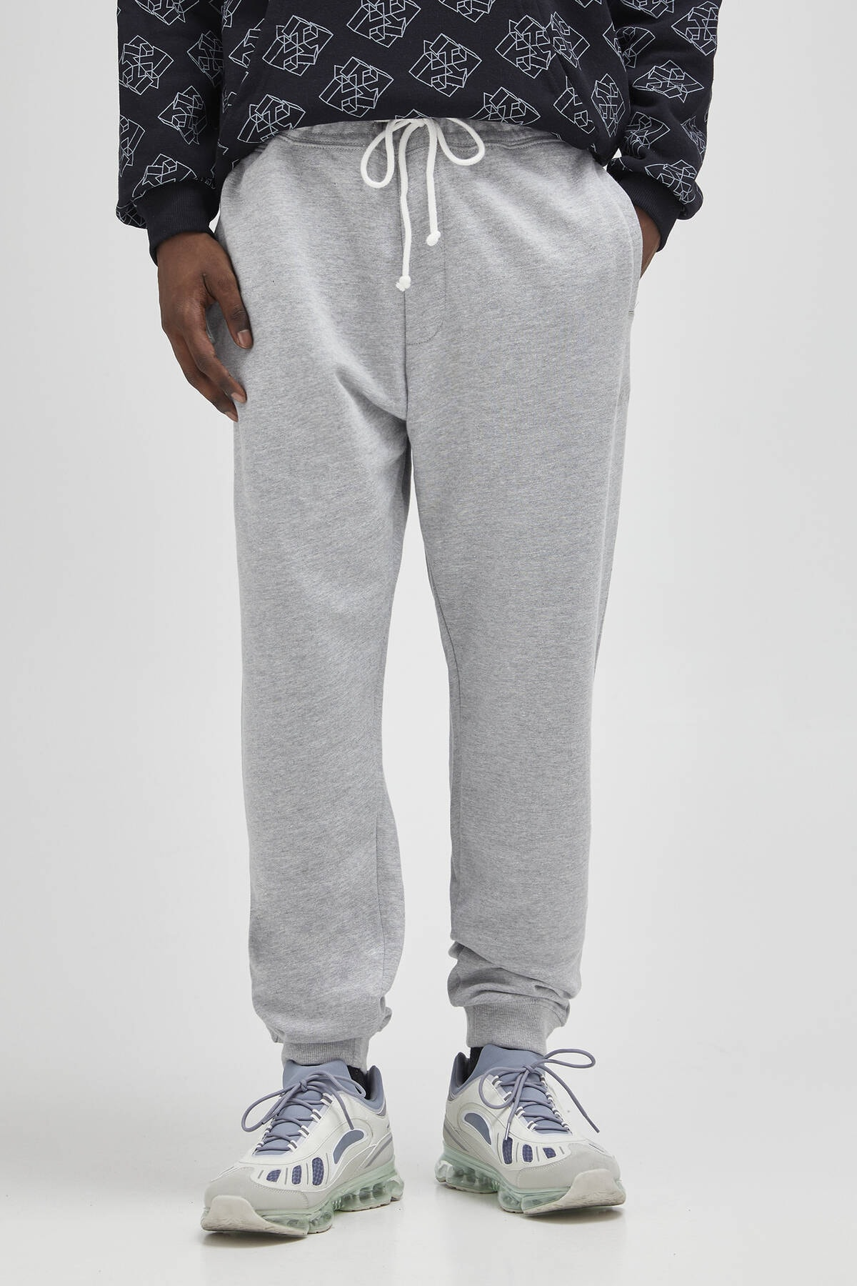 Pull & Bear Erkek Açık Gri Renkli Jogging Fit Pantolon 04676513 1